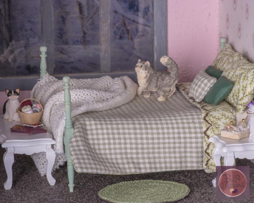miniature bedding-F- green check & vines -2024
